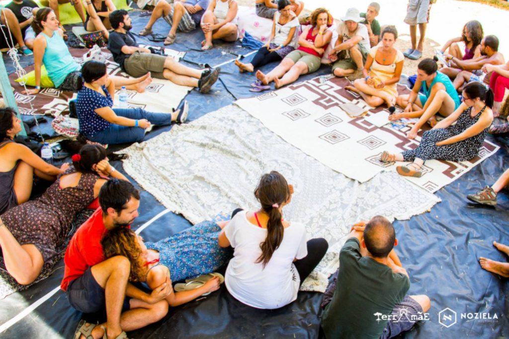 E se fossemos todos prossumidores? Apresentação e debate no Eco-Festival Terra Mãe em Fafe, Julho de 2016. Foto: Progeto Aparte